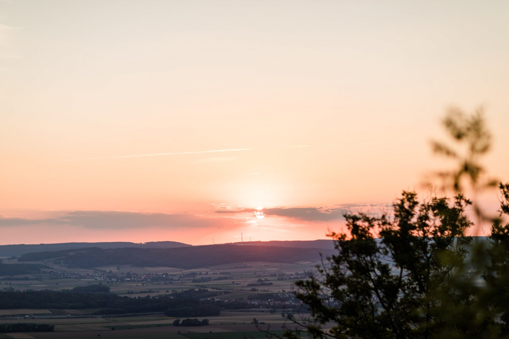 Sky Nature Horizon Sunset Afterglow Atmospheric phenomenon Cloud Evening Sunrise Morning Natural landscape Dusk Tree Atmosphere Sun Sunlight Red sky at morning Calm Hill station Hill Dawn Rural area Landscape Photography Branch Astronomical object Plant Meteorological phenomenon Heat Mountain