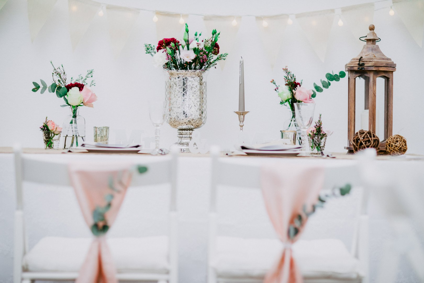 Decoration Photograph Green Table Pink Room Furniture Interior design Party Centrepiece Event Chair Textile Floral design Flower Plant Wedding reception Ceremony Floristry Tablecloth Vase Peach Tableware Interior design