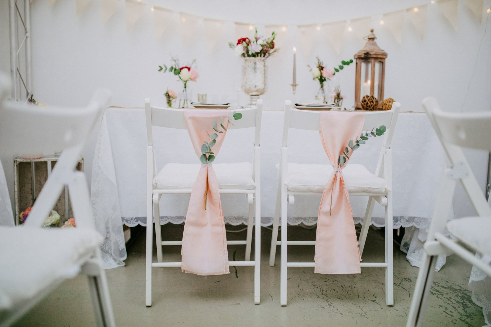 White Pink Table Chair Furniture Room Tablecloth Chiavari chair Textile Linens Interior design Decoration Event Ceremony Flower Party Floral design Dining room Petal Wedding reception Centrepiece