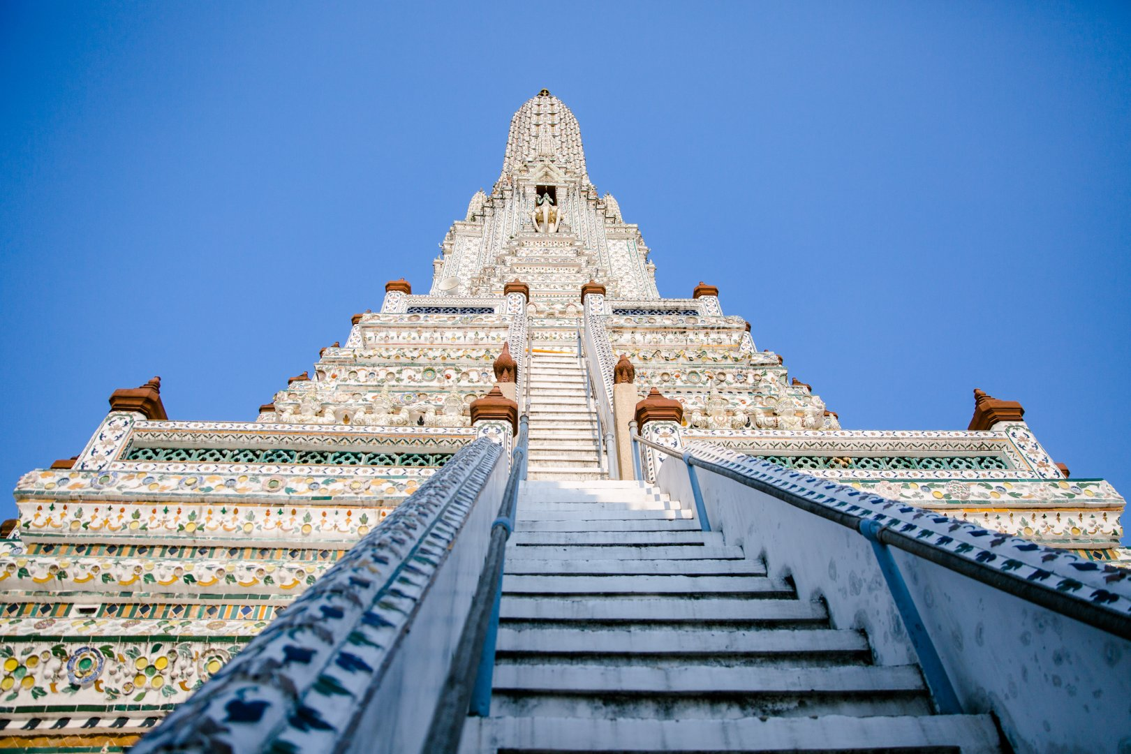 Hindu temple Landmark Temple Place of worship Sky Architecture Historic site Building Temple Wat Tourism Facade Ancient history Unesco world heritage site Symmetry Tower Monastery World Tourist attraction City Classical architecture