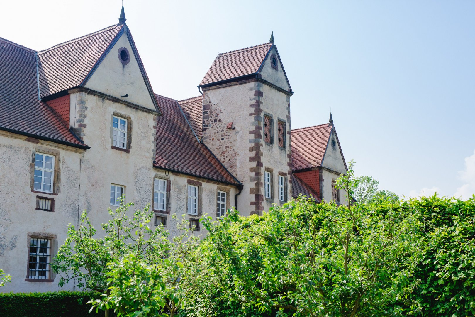Property House Architecture Building Château Home Estate Roof Real estate Manor house Cottage Grass Tree Residential area Farmhouse Plant Medieval architecture Historic house Almshouse Facade Mansion Village Villa Church Shrub