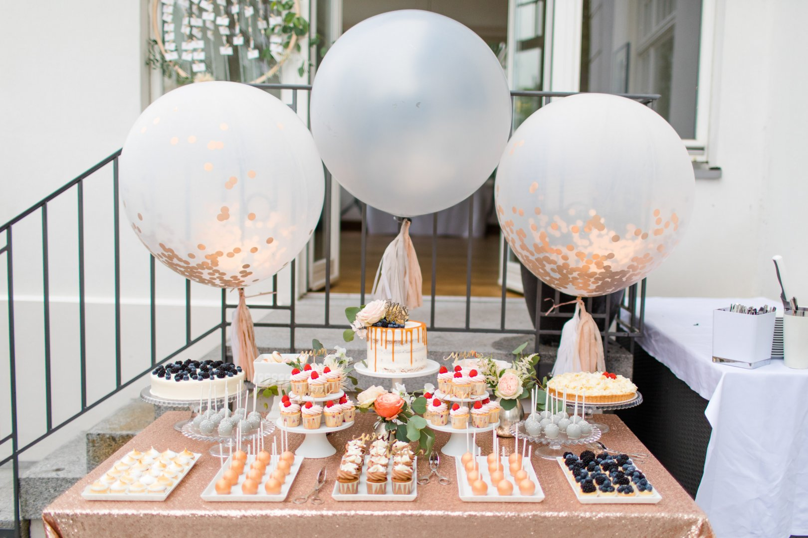 Table Pink Party Balloon Centrepiece Room Brunch Baby shower Interior design Party supply Peach Furniture Birthday Food Hot air balloon Tableware