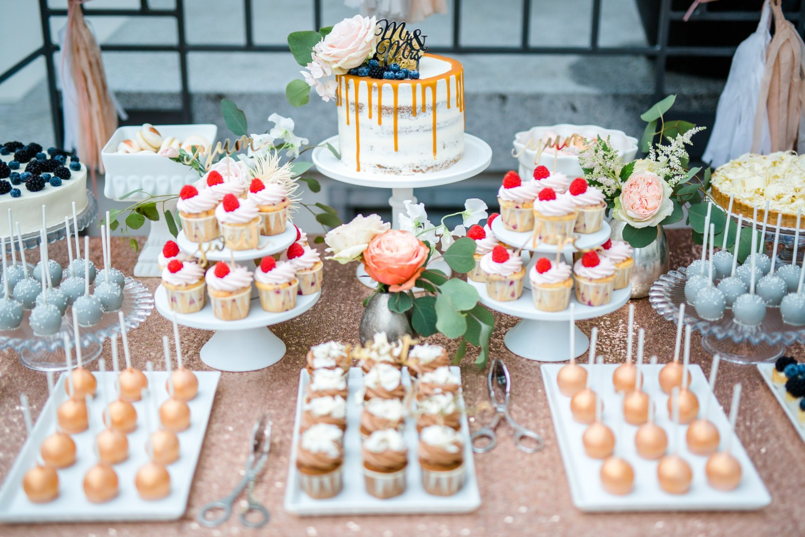 Food Sweetness Brunch Dessert Finger food Cuisine Dish Pâtisserie Buffet Baking Petit four Party Bake sale Table Cake decorating Icing Baked goods Wedding reception Cake Pastry Meal Snack Cream Culinary art Buttercream