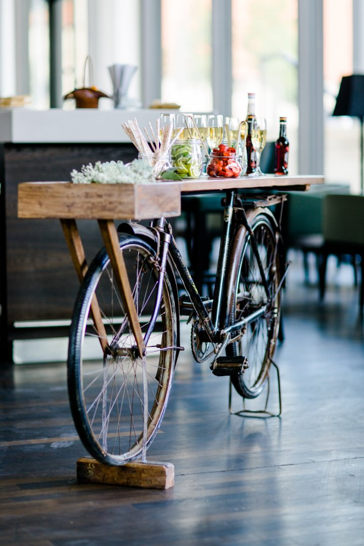 Bicycle Bicycle wheel Table Bicycle accessory Bicycle part Vehicle Iron Furniture Flower Bicycle handlebar Wood Plant Bicycle saddle Sports equipment Metal Chair Interior design Window Glass Bicycle fork