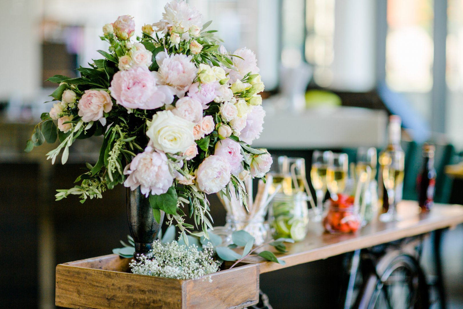 Flower Flower Arranging Floristry Photograph Bouquet Floral design Centrepiece Pink Cut flowers Plant Garden roses Artificial flower Rose Spring Petal Table Wedding reception Rose family Wildflower Peach Ceremony Rehearsal dinner Peony Interior design Art Tableware Party Wedding Building Rose order
