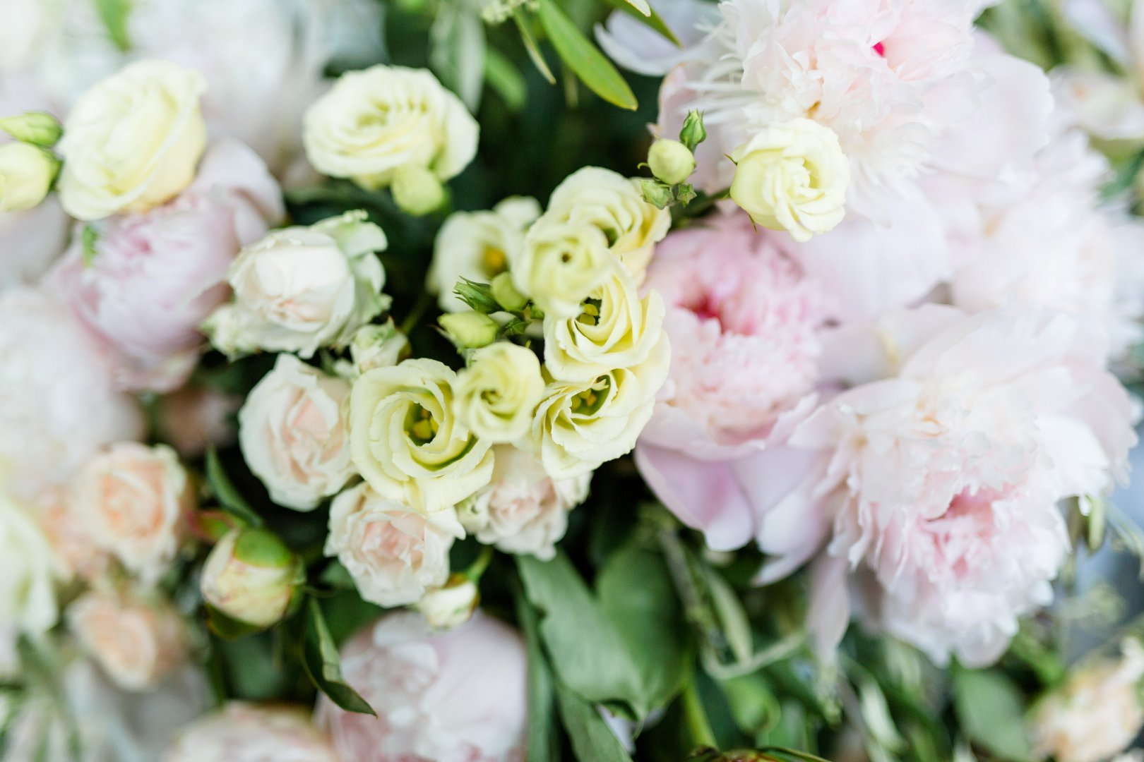 Flower Bouquet Flower Arranging Garden roses Pink Floristry Cut flowers Plant Floral design Rose Petal Flowering plant Peony Rose family Rosa × centifolia Rose order common peony persian buttercup Chinese peony Pink family Floribunda Artificial flower