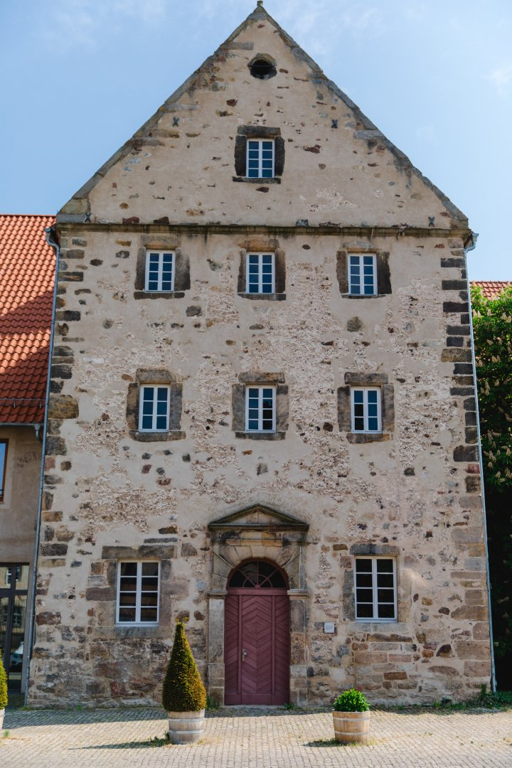 Property Building Landmark House Architecture Facade Medieval architecture Town Château Sky Roof Estate Home Historic site History Window Door Manor house Almshouse Historic house City