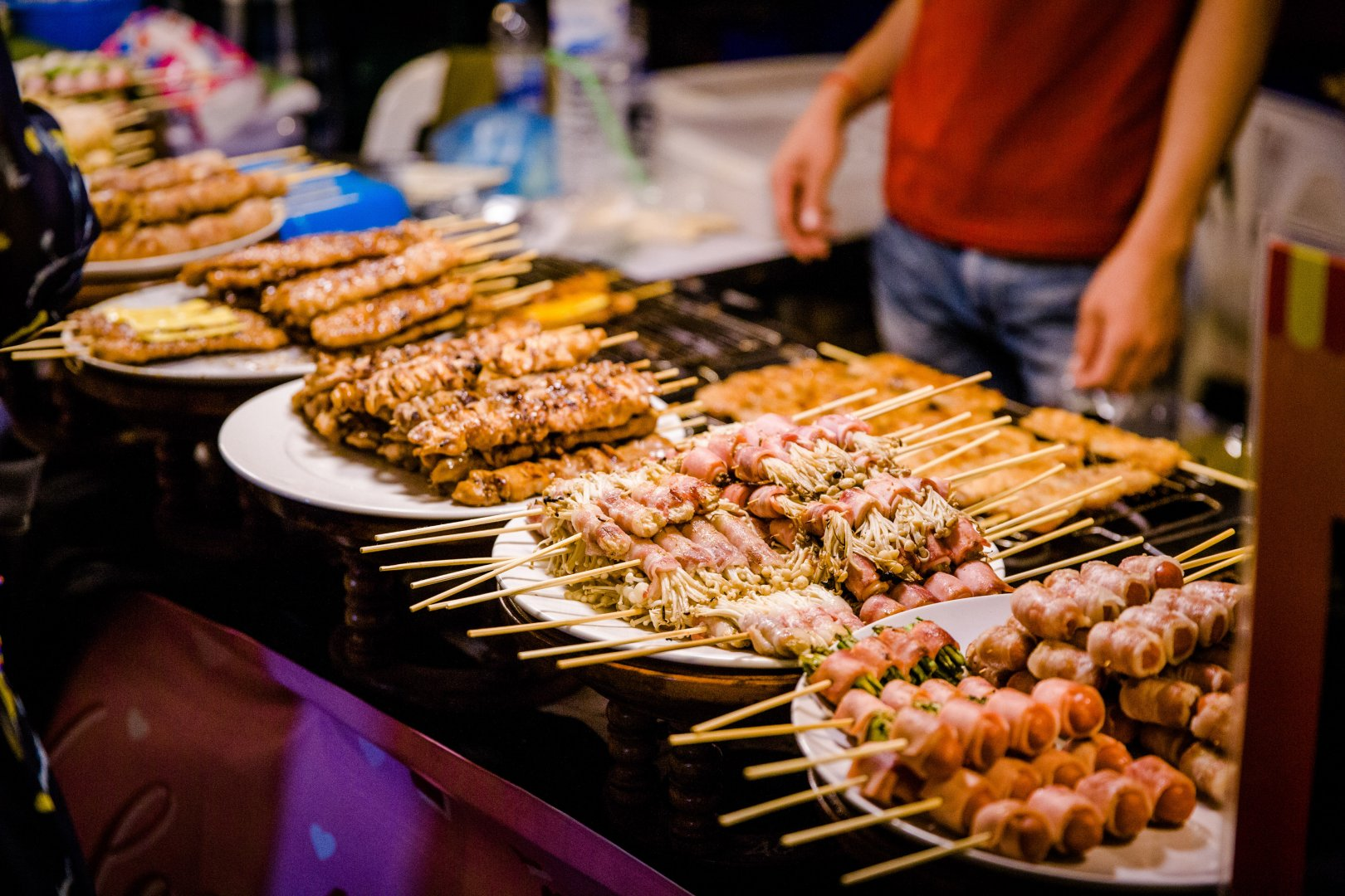 Dish Food Cuisine Barbecue Street food Grilling Delicacy Yakitori Barbecue grill Ingredient Grillades Finger food Churrasco food Meat Roasting Cooking Outdoor grill Thai food Produce Snack Skewer appetizer Satay
