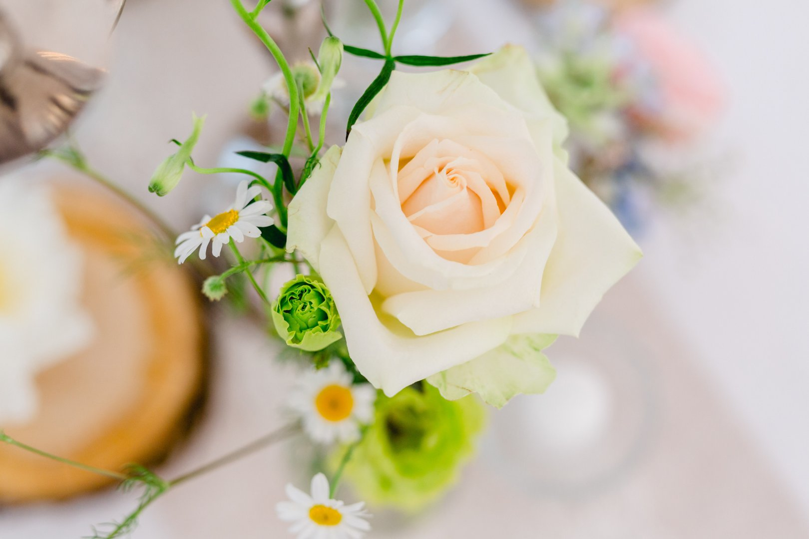 Flower Yellow Bouquet Rose Garden roses Cut flowers Plant Rose family Flower Arranging Floral design Floristry Petal Peach Rose order Icing Artificial flower Still life Centrepiece Flowering plant Plant stem Wedding ceremony supply Still life photography