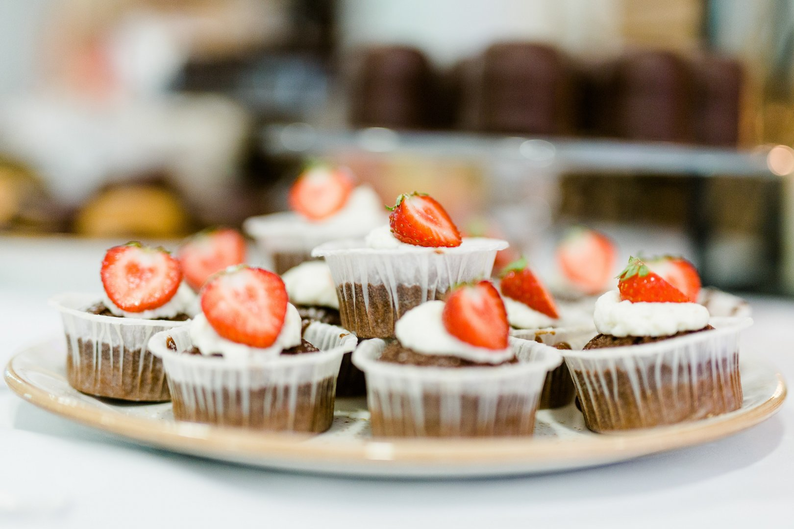 Food Cupcake Dish Cuisine Dessert Sweetness Baking Ingredient Icing Cream cheese Finger food Petit four Brunch Muffin Cake Baked goods Strawberries Recipe Cream Delicacy Strawberry Buttercream À la carte food Produce Canapé Bake sale Hors d'oeuvre Fruit Pâtisserie appetizer