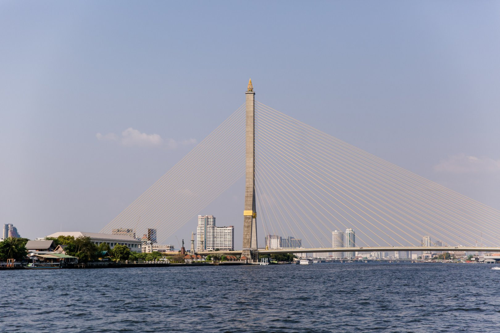 Cable-stayed bridge Landmark Bridge Sky Fixed link Extradosed bridge River Suspension bridge Water Architecture City Sea Monument Tourism Vacation Skyscraper Vehicle Nonbuilding structure Skyway Boat Tourist attraction Brug Tower block Tower Bay Channel