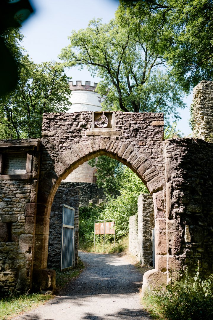 Arch Architecture Wall Tree Building Ruins Gate House Rural area History Door Estate Stone wall Historic site Ancient history Road Plant Street Brick Medieval architecture Village Walkway Facade Hacienda City Tourism