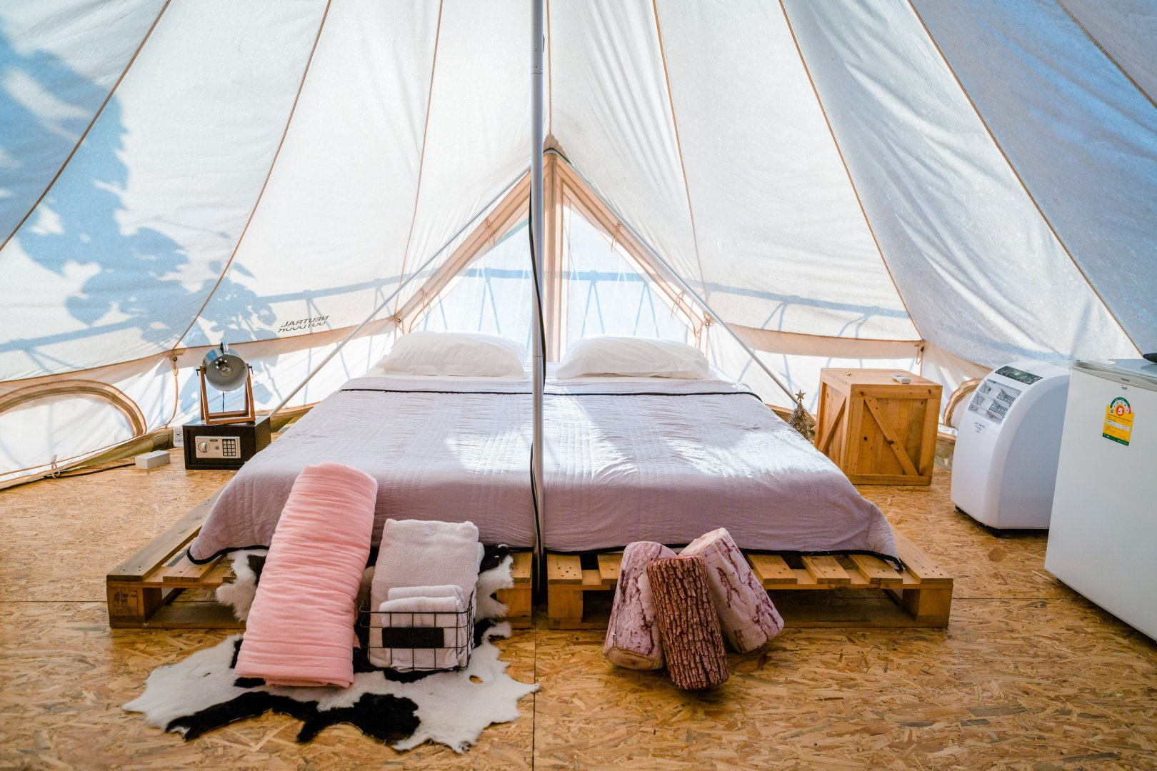 Tent Room Canopy bed Yurt Furniture Bed Building Vacation Interior design Suite