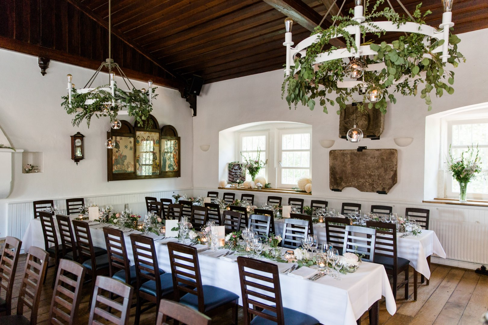 Room Property Restaurant Table Rehearsal dinner Interior design Chair Furniture Building Chiavari chair Function hall Wedding reception Home Real estate Dining room Ceremony Party Estate Event House Ceiling Flower Linens Banquet Meal Brunch Interior design