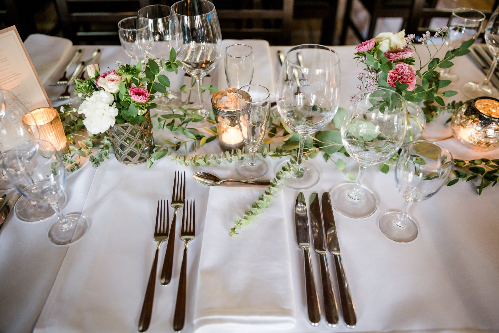 Wedding banquet Decoration Centrepiece Rehearsal dinner Table Champagne stemware Tableware Tablecloth Flower Arranging Textile Floral design Event Flower Function hall Floristry Restaurant Wedding reception Ceremony Banquet Plant Interior design Glass Stemware Linens Furniture Interior design Party Cut flowers