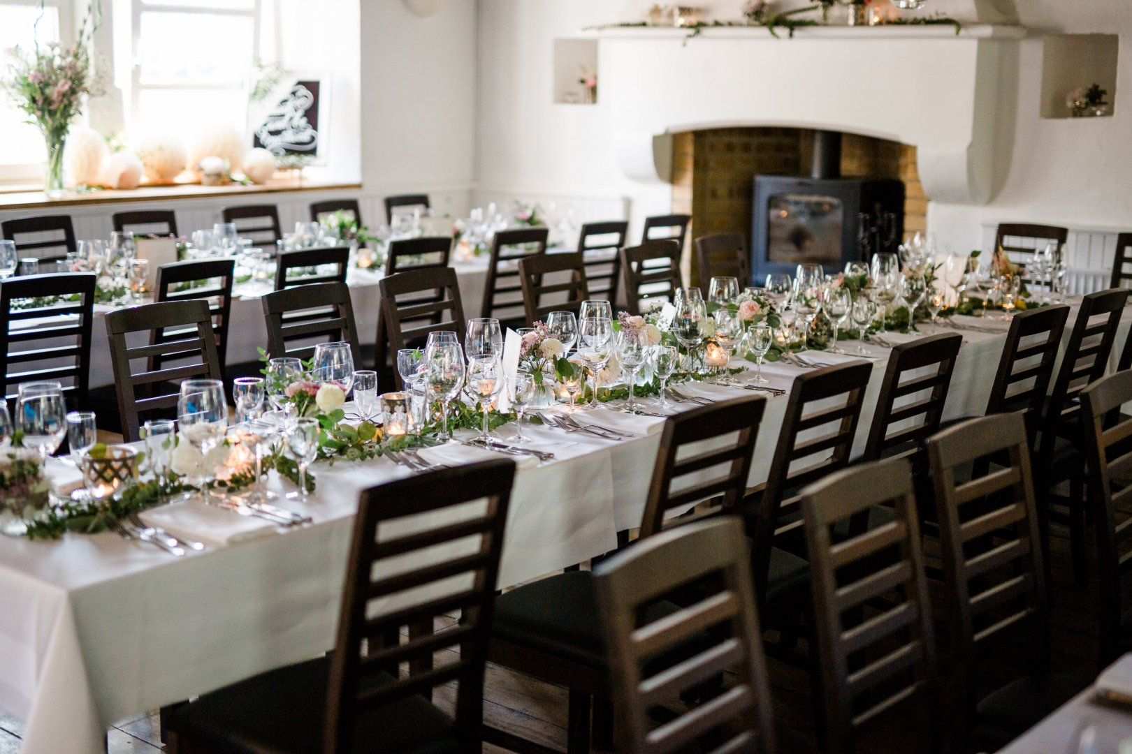 Chiavari chair Rehearsal dinner Table Room Chair Wedding reception Furniture Party Event Banquet Restaurant Function hall Ceremony Interior design Linens Textile Tablecloth Meal Flower Plant Dining room Building Wedding banquet Centrepiece Wedding