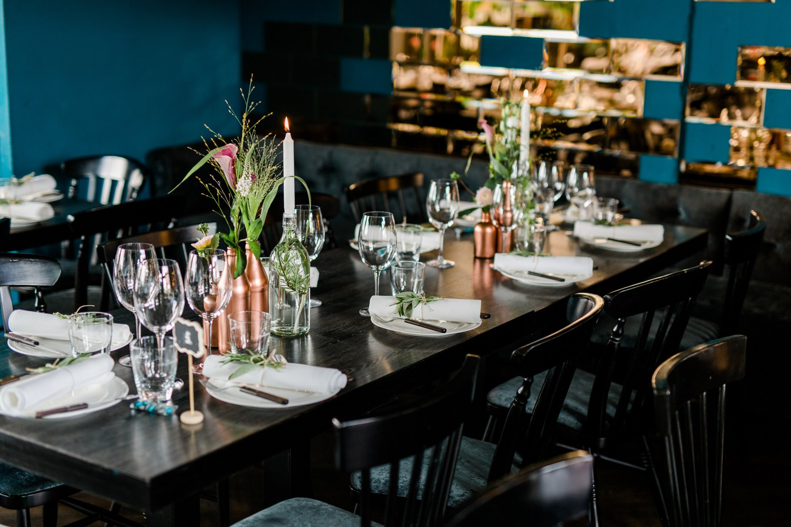 Table Restaurant Room Furniture Rehearsal dinner Architecture Brunch Interior design Photography Meal Chair Lunch Glass Flower Building