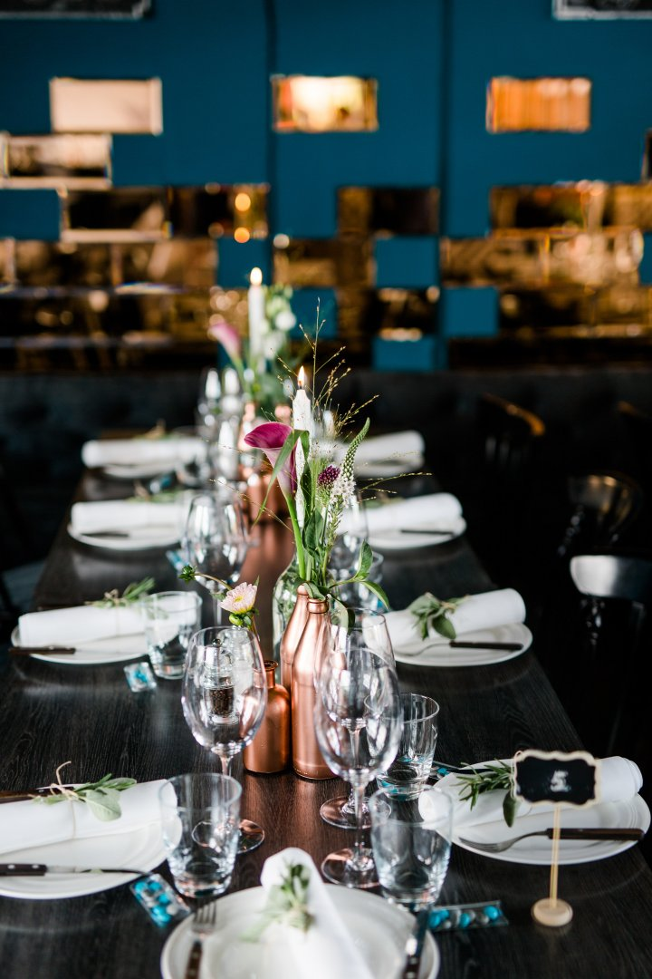 Rehearsal dinner Restaurant Table Centrepiece Banquet Event Room Meal Tableware Brunch Party Champagne stemware Dinner Furniture Stemware Glass Ceremony