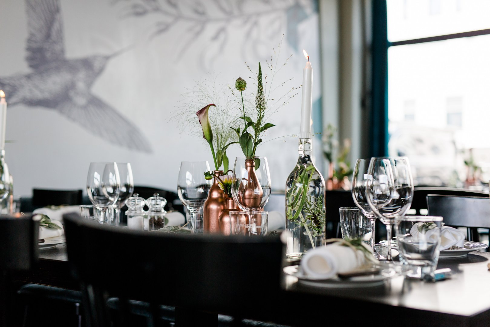 White Rehearsal dinner Restaurant Room Centrepiece Table Interior design Dining room Black-and-white Furniture Flower Textile Plant Brunch Event Meal Chair Glass Monochrome photography Tableware Interior design Floral design Floristry