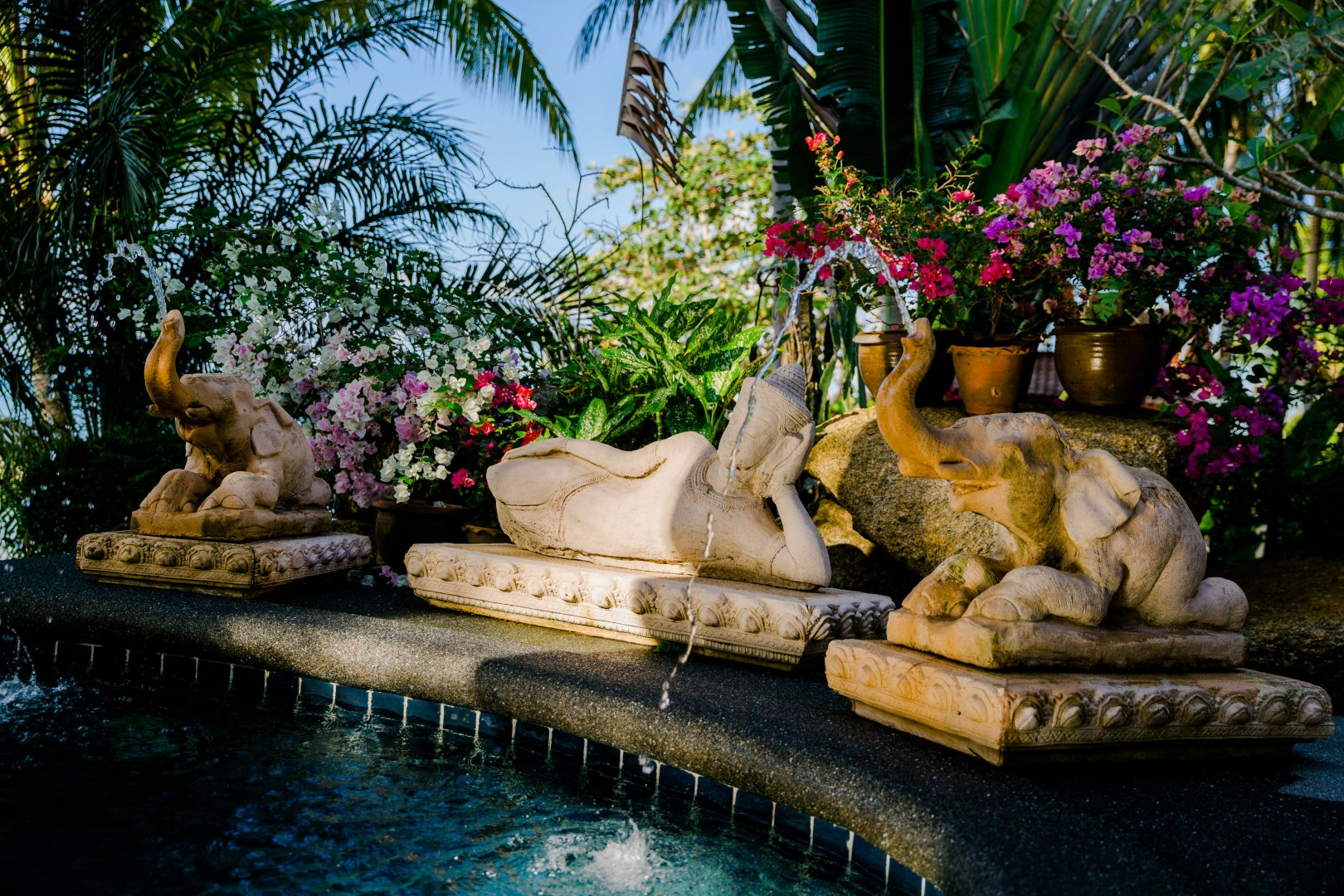 Statue Botany Garden Leisure Water feature Pond Plant Sculpture Flower Vacation Landscaping Tourism Rock Stone carving Art