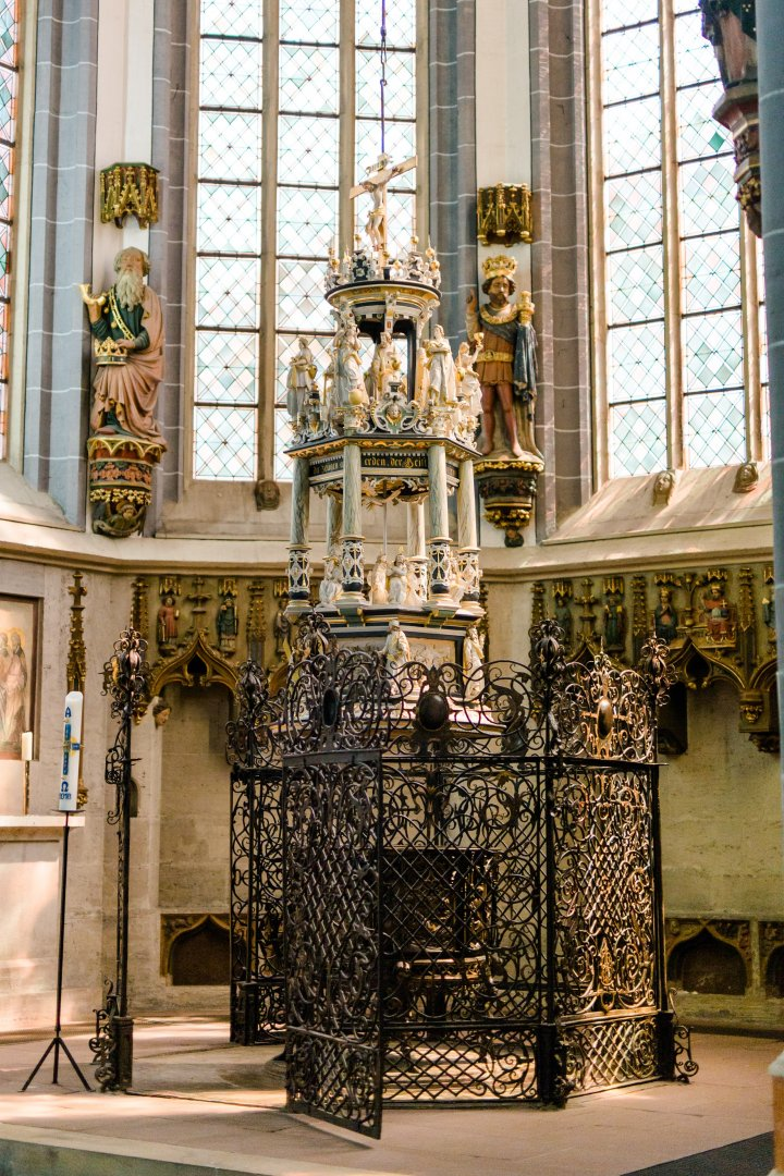 Altar Architecture Chapel Cathedral Church Place of worship Sculpture Interior design Building Gothic architecture Column Furniture Art
