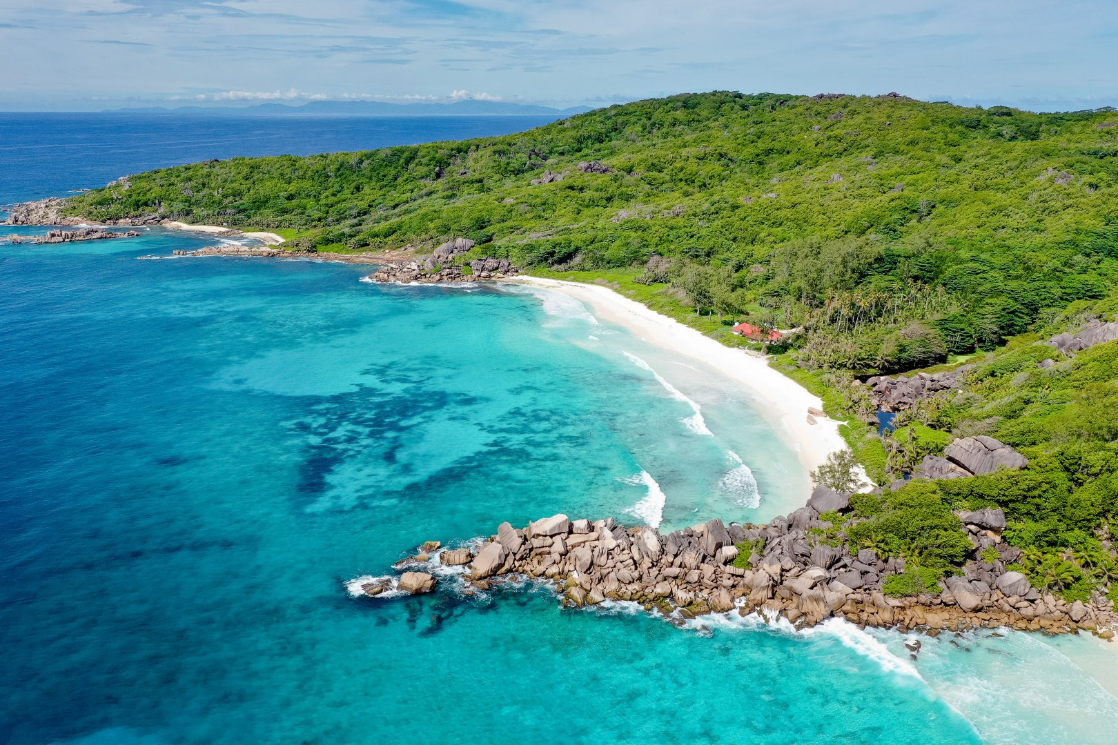 Body of water Coast Coastal and oceanic landforms Sea Bight Natural landscape Promontory Headland Ocean Bay Shore Cove Tropics Inlet Water resources Cape Water Beach Peninsula Caribbean Aerial photography Vacation Lagoon Tourism Klippe Watercourse Islet Landscape Cliff Island