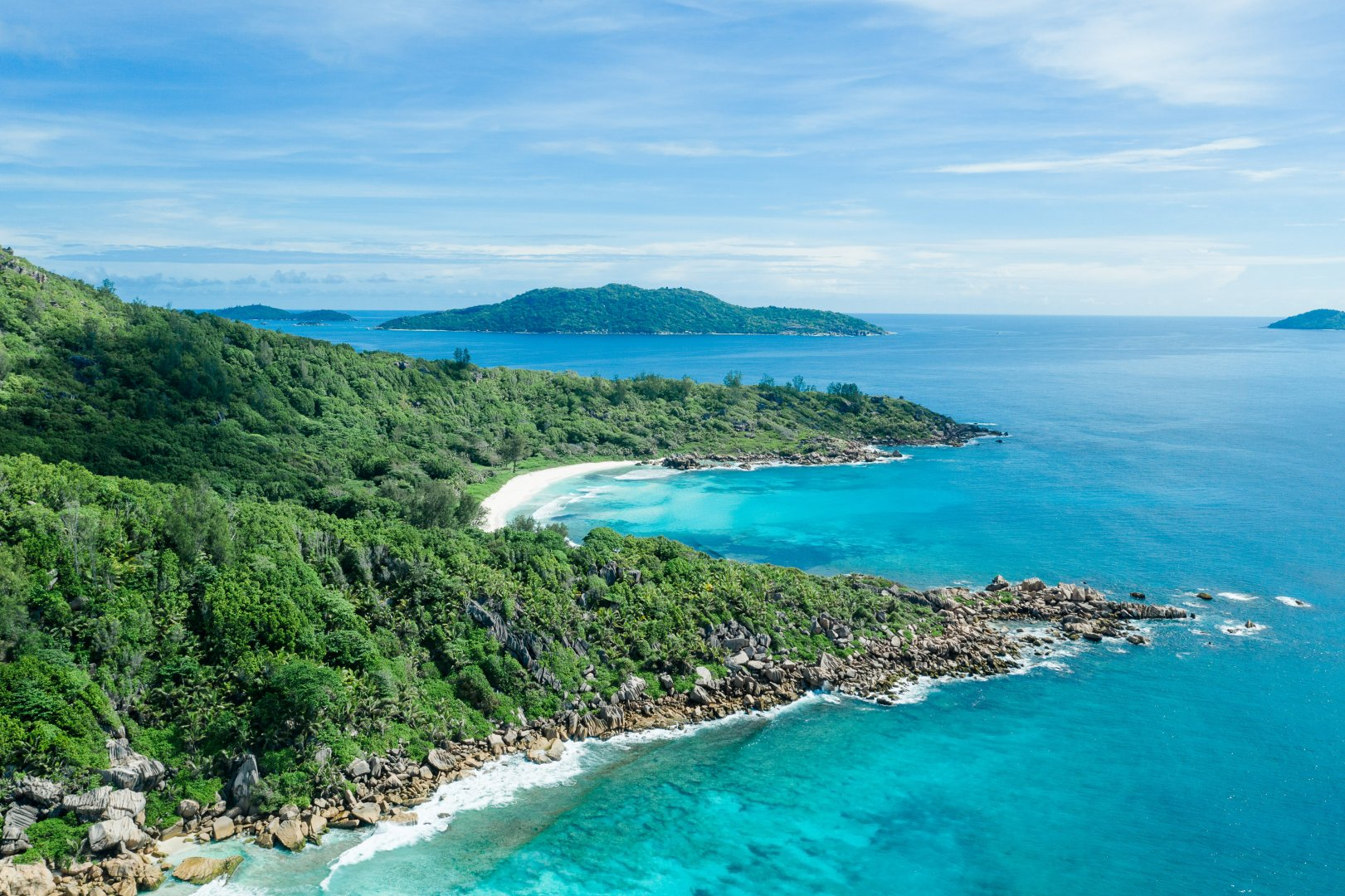 Body of water Coast Coastal and oceanic landforms Natural landscape Sea Promontory Bight Headland Bay Ocean Inlet Tropics Water resources Water Shore Cape Lagoon Cove Sound Peninsula Island Caribbean Vacation Beach Landscape Tourism Mountain Islet Aerial photography National park