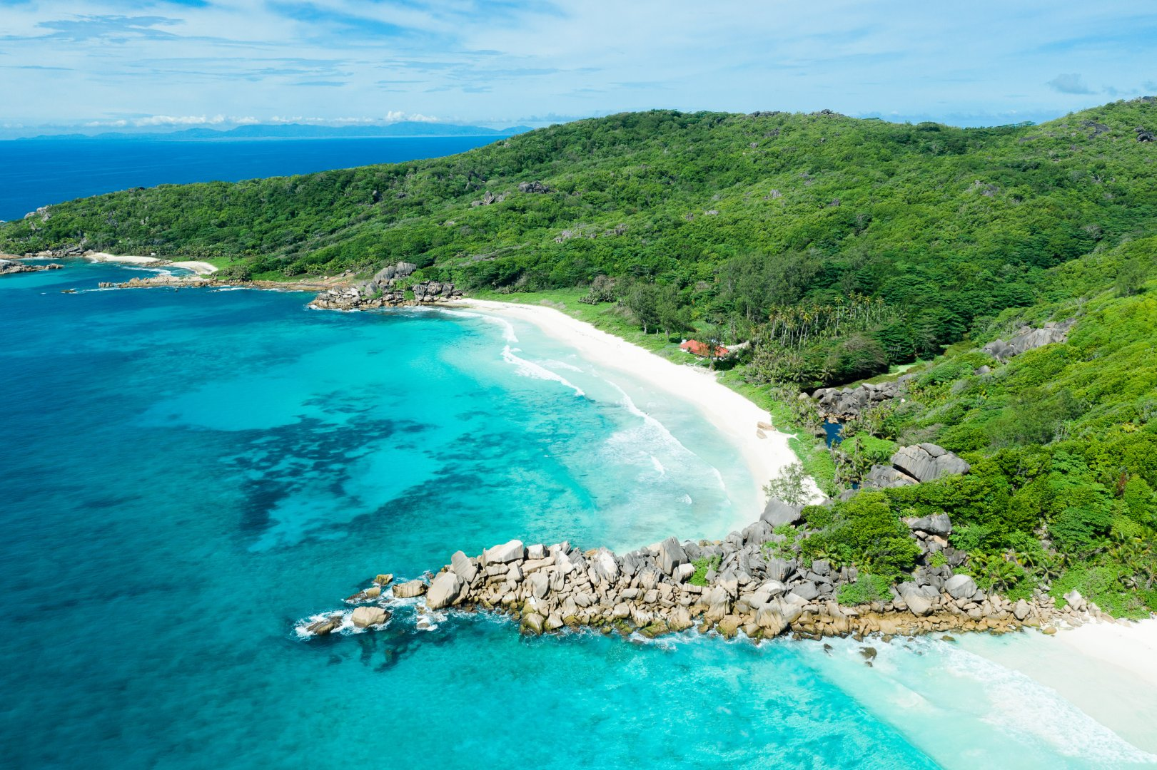 Body of water Coast Coastal and oceanic landforms Sea Promontory Bight Natural landscape Bay Shore Headland Ocean Tropics Inlet Beach Water resources Cape Cove Caribbean Sky Peninsula Aerial photography Vacation Tourism Lagoon Landscape Island Cay Tourist attraction Klippe