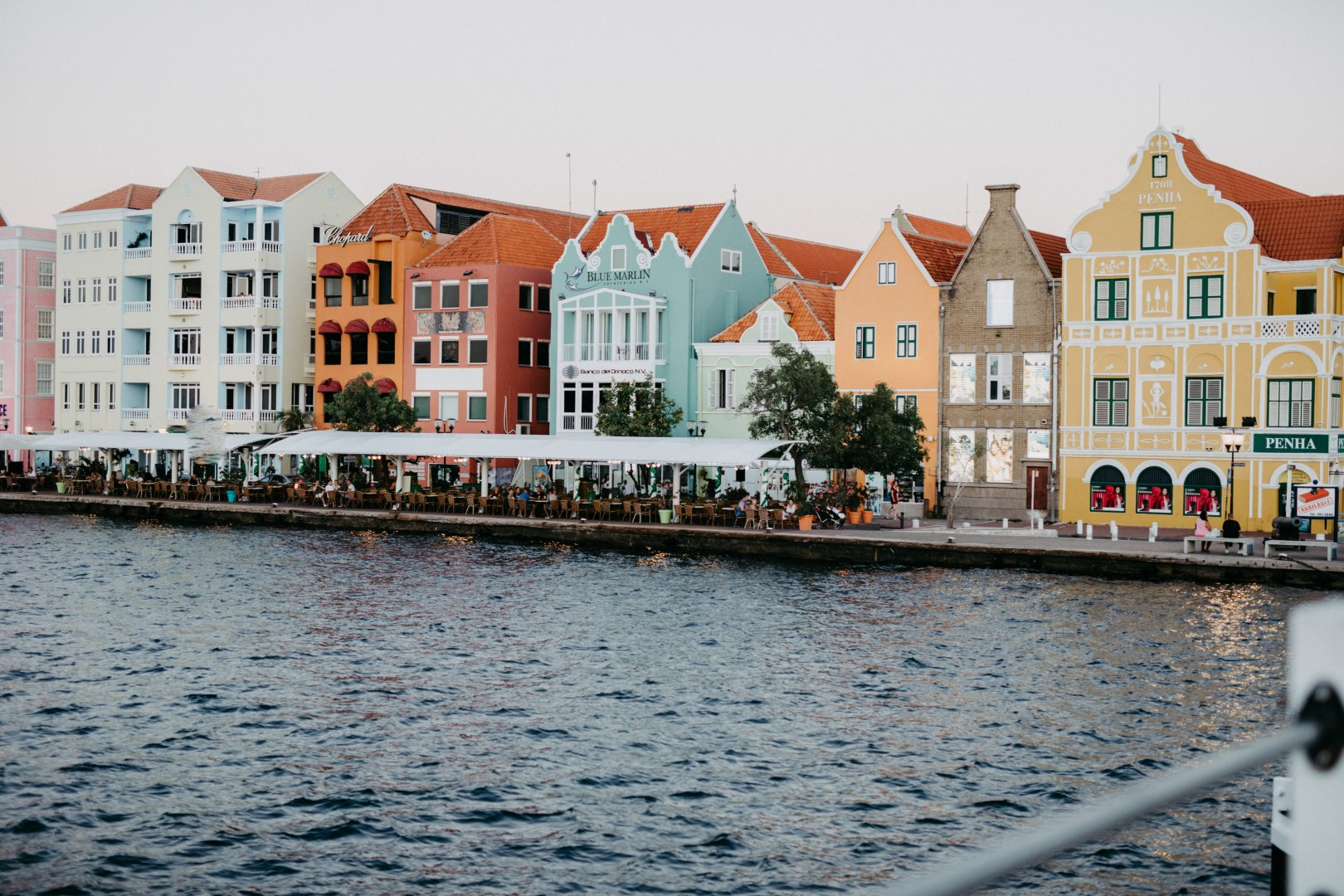 Water Waterway Town Property Architecture Building House Human settlement Sky Vacation Home Reflection City Canal Tourism Channel Sea Neighbourhood Real estate Facade River Mixed-use Residential area Vehicle Coast Coastal and oceanic landforms Tourist attraction Boat