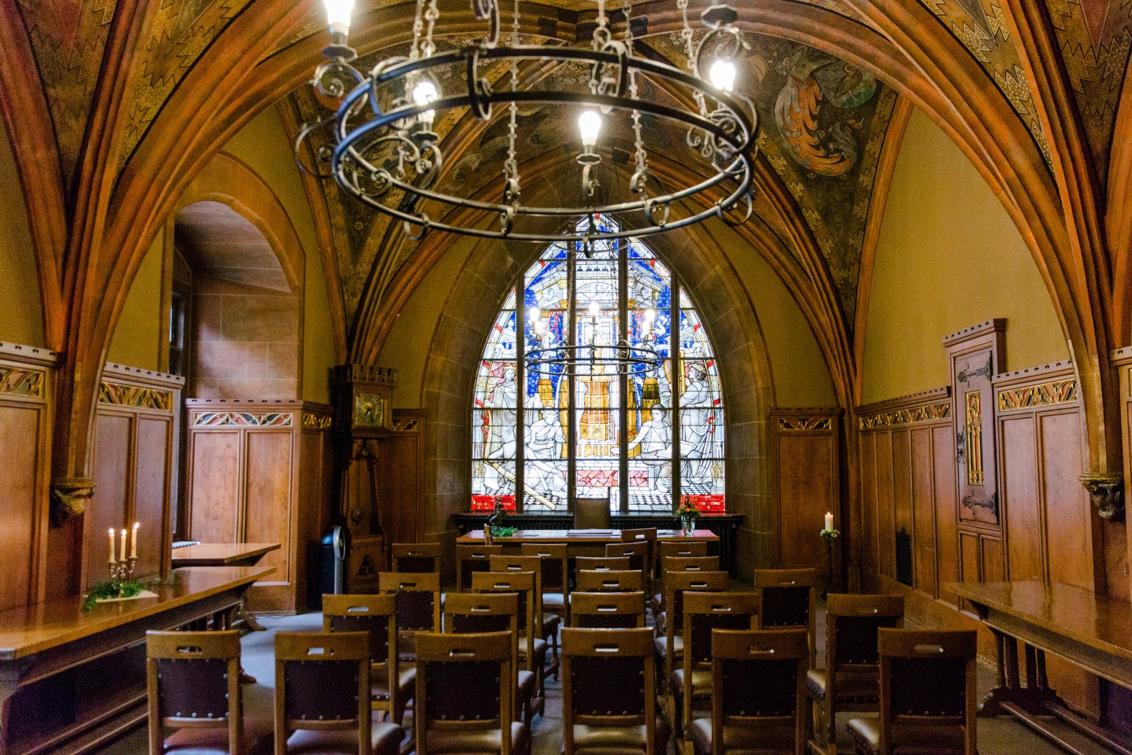 Building Stained glass Architecture Chapel Arch Ceiling Interior design Place of worship Glass Vault Window Aisle Church Room Cathedral Medieval architecture Furniture Symmetry Arcade Hall Basilica City Synagogue