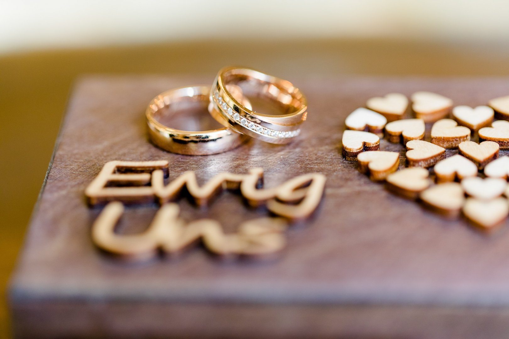 Metal Font Photography Fashion accessory Gold Wedding ring Macro photography Love Jewellery Finger Ring Heart Wedding ceremony supply Engagement