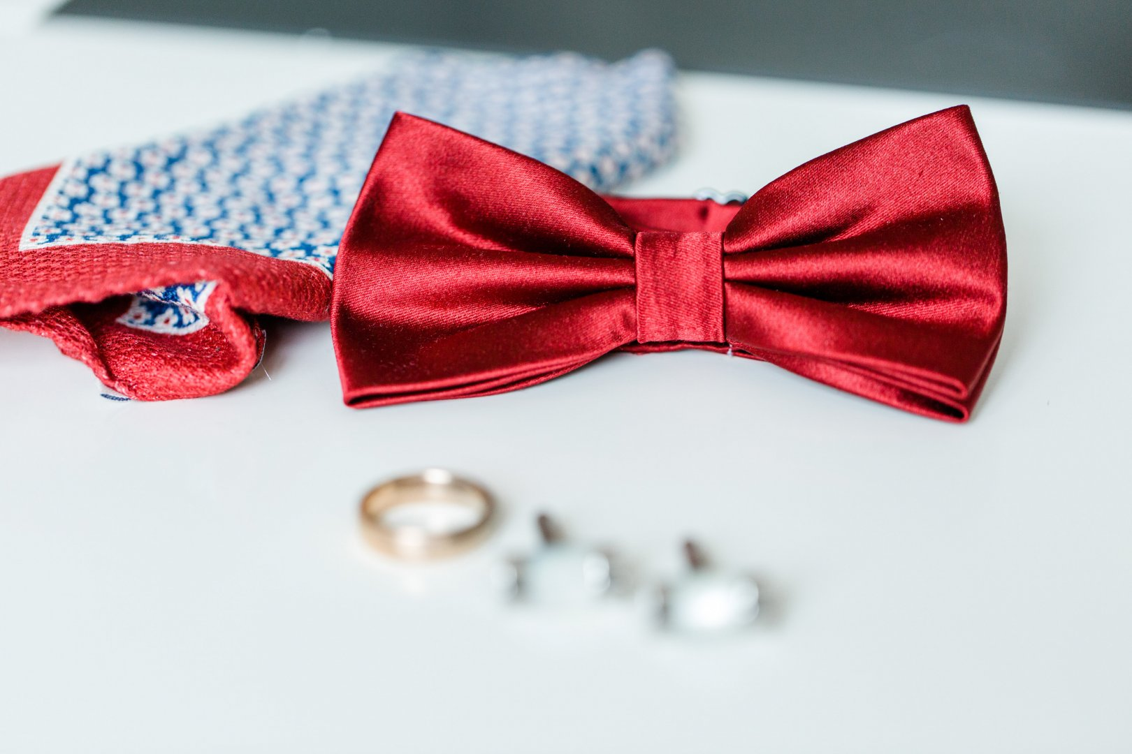 Bow tie Red Tie Fashion accessory Pink Ribbon Knot Hair tie Hair accessory