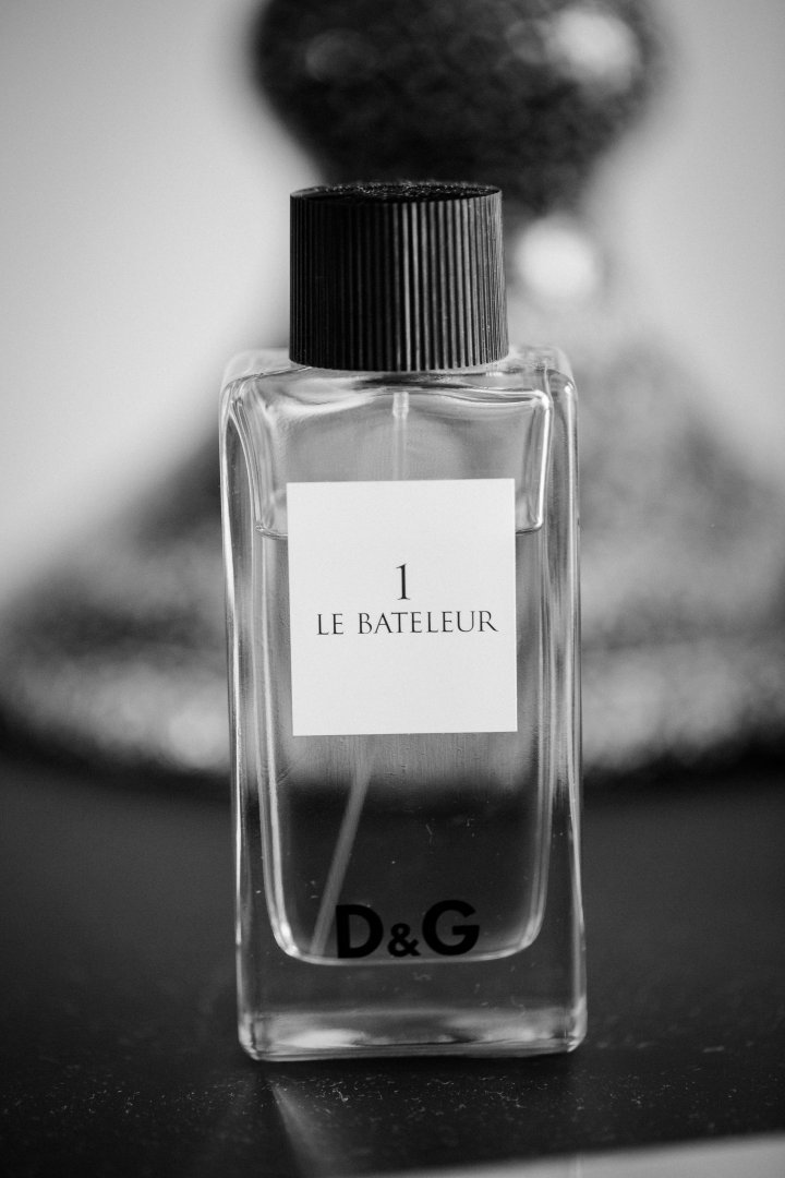 Perfume Product Black Water Liquid Glass bottle Bottle Fluid Monochrome Black-and-white Still life photography Solution Photography Ink Monochrome photography Solvent Glass Style