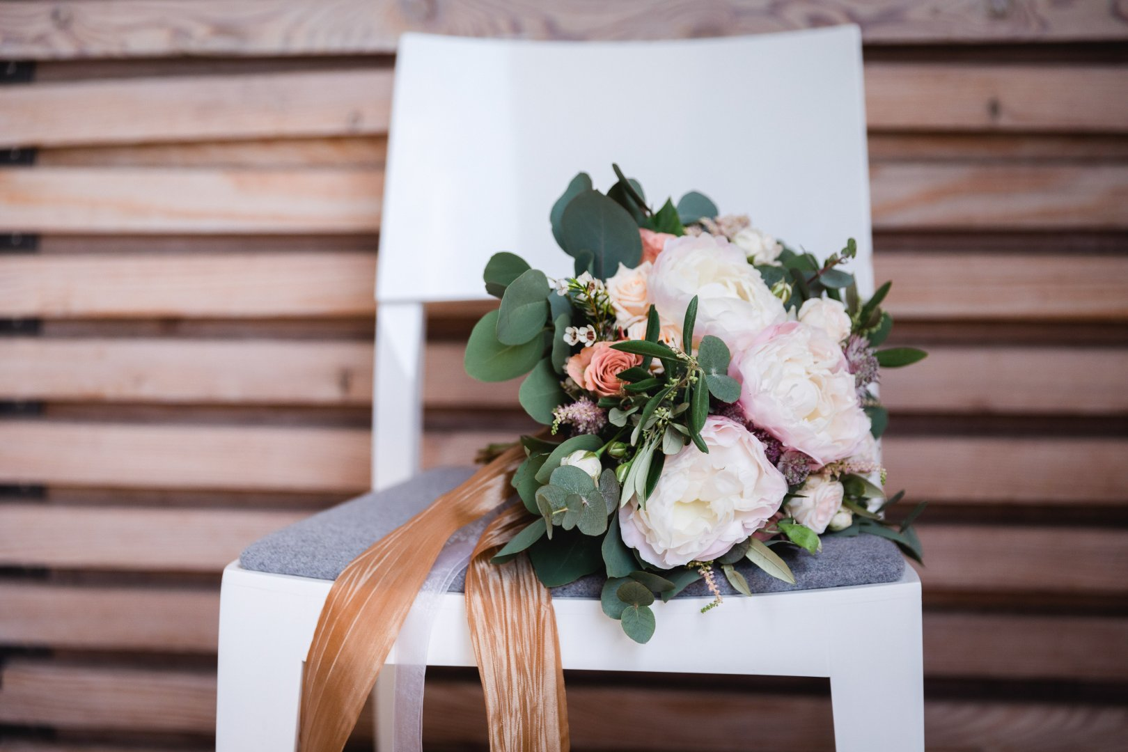 Photograph Flower Arranging Flower Floral design Floristry Bouquet Plant Cut flowers Garden roses Wedding ceremony supply Flowerpot Petal Wood Still life photography Table Artificial flower Peony Rose family Rose Twig Furniture Hydrangea