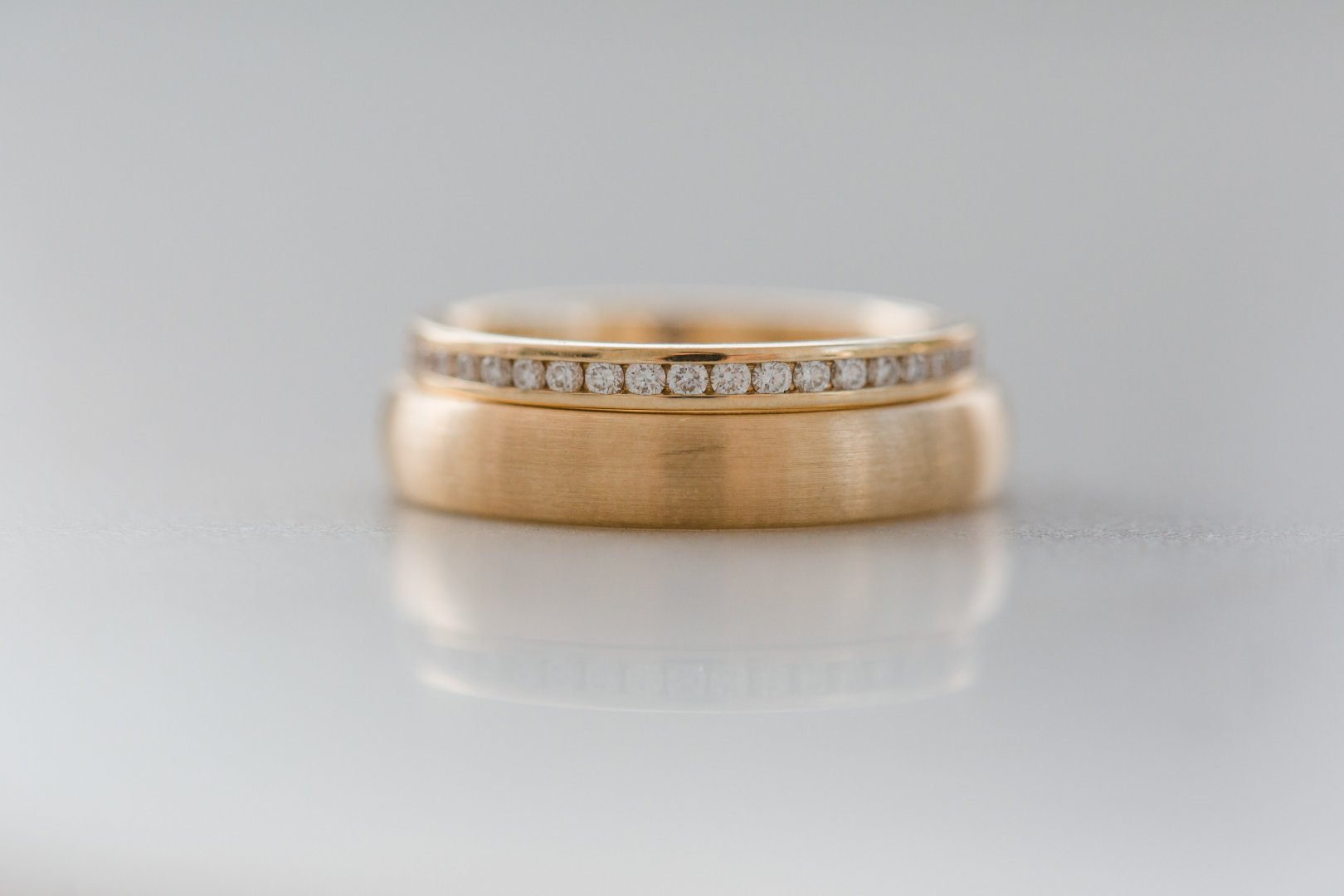 Ring Wedding ring Fashion accessory Jewellery Wedding ceremony supply Beige Metal Engagement ring Gold