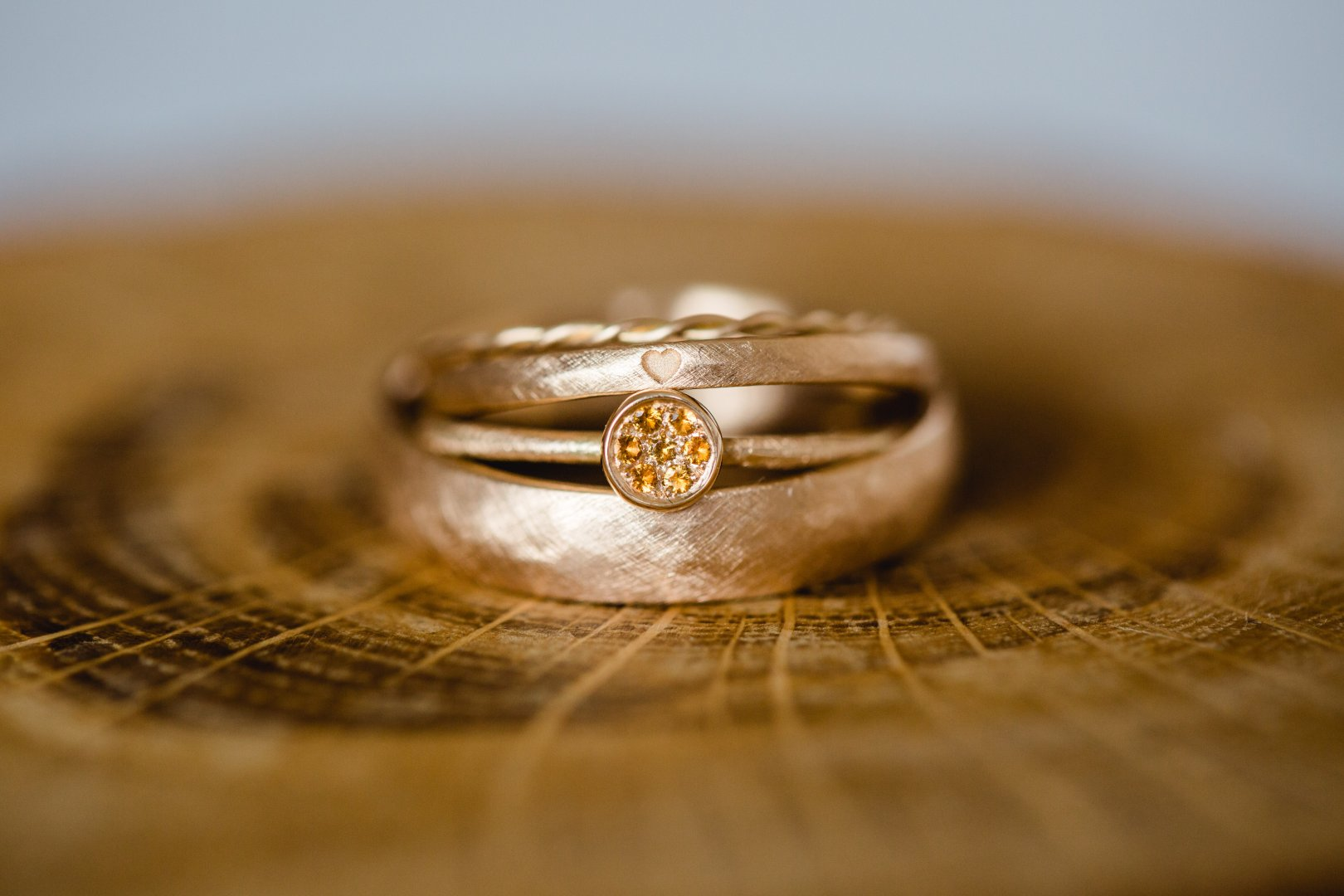 Ring Photograph Wedding ring Wedding ceremony supply Engagement ring Marriage Close-up Fashion accessory Jewellery Yellow Macro photography Metal Photography Body jewelry Gold Engagement Ceremony Still life photography Wood Wedding Silver Circle